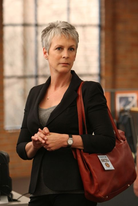 Hat Dr. Samantha Ryan (Jamie Lee Curtis) etwas mit dem Tod von Robert Banks zu tun? - Bildquelle: 2012 CBS Broadcasting Inc. All Rights Reserved.