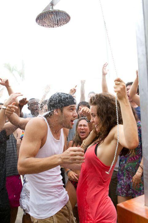Luke (Rick Malambri, l.) nimmt Natalie (Shrani Vinson, r.) in seine Tanzcombo auf, in der Hoffnung, dass sie mit ihrem Talent die perfekte Ergänzun... - Bildquelle: Constantin Film