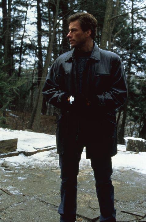 Wird er den Mörder seines Zwillingsbruders finden und zur Strecke bringen? Inspektor Alain Moreau (Jean-Claude Van Damme) gibt nicht auf! - Bildquelle: Sony Pictures Television International. All Rights Reserved.