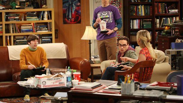 Obwohl Penny (Kaley Cuoco, r.)  versehentlich einen Fleck auf Sheldons (Jim P...