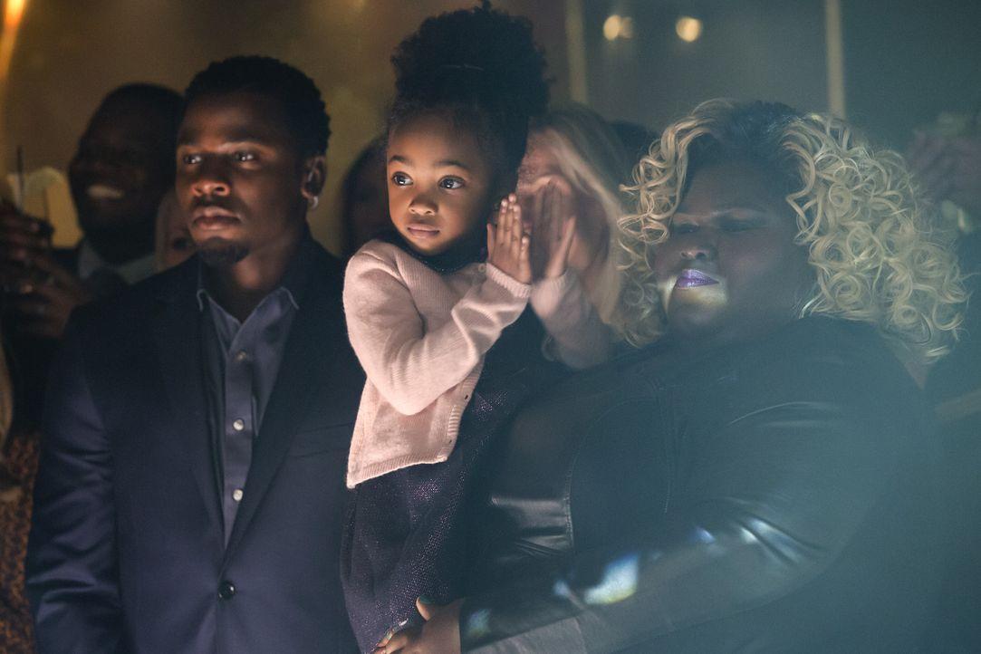 Malcom (Derek Luke, l.) und Becky (Gabourey Sidibe, r.) verfolgen zusammen mit Jamals Tochter den Auftritt ... - Bildquelle: 2015 Fox and its related entities.  All rights reserved.