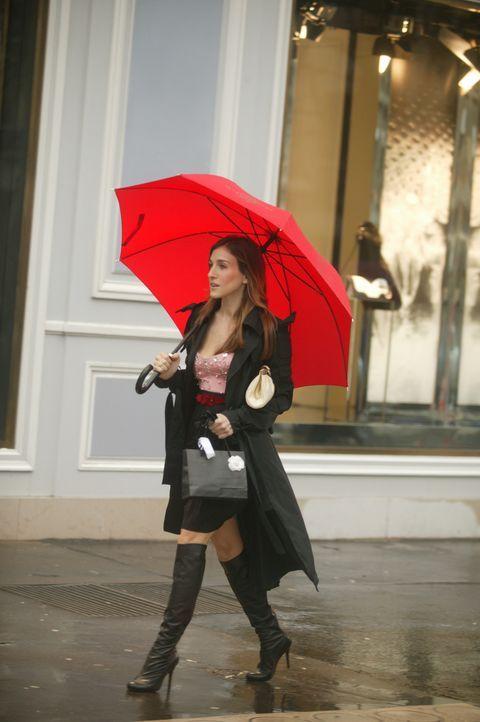 Am Abend des tränenreichen Abschieds von ihren Freundinnen steht unerwartet Big vor Carries (Sarah Jessica Parker) Haustür und versucht ihr zu erklä... - Bildquelle: Paramount Pictures