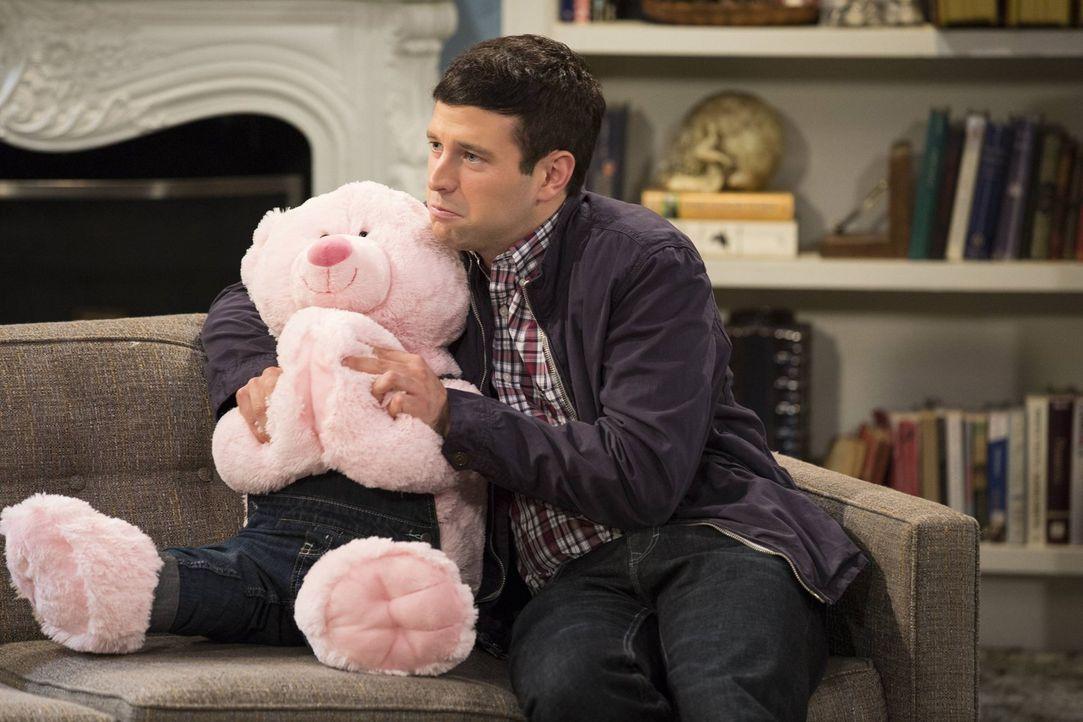 Danny findet den Teddybären zwar schrecklich, doch Justin (Brent Morin) liebt ihn ... - Bildquelle: Warner Brothers
