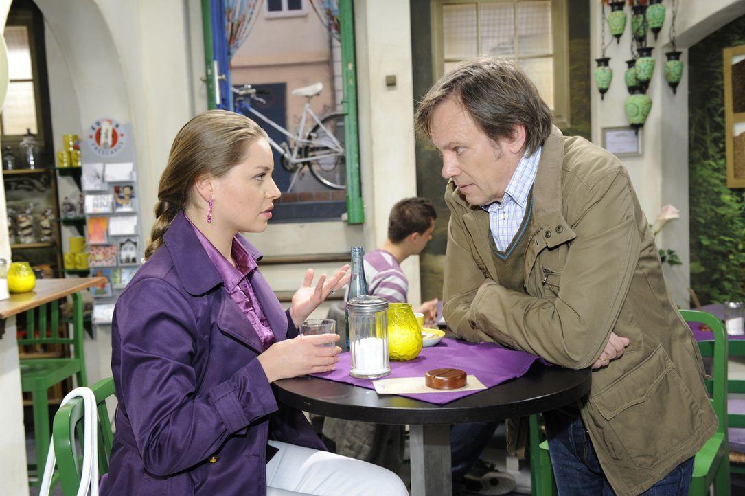 Im Gespräch mit Armin (Rainer Will, r.) wird Katja (Karolina Lodyga, l.) klar, dass sie auf Paloma angewiesen ist ... - Bildquelle: SAT.1
