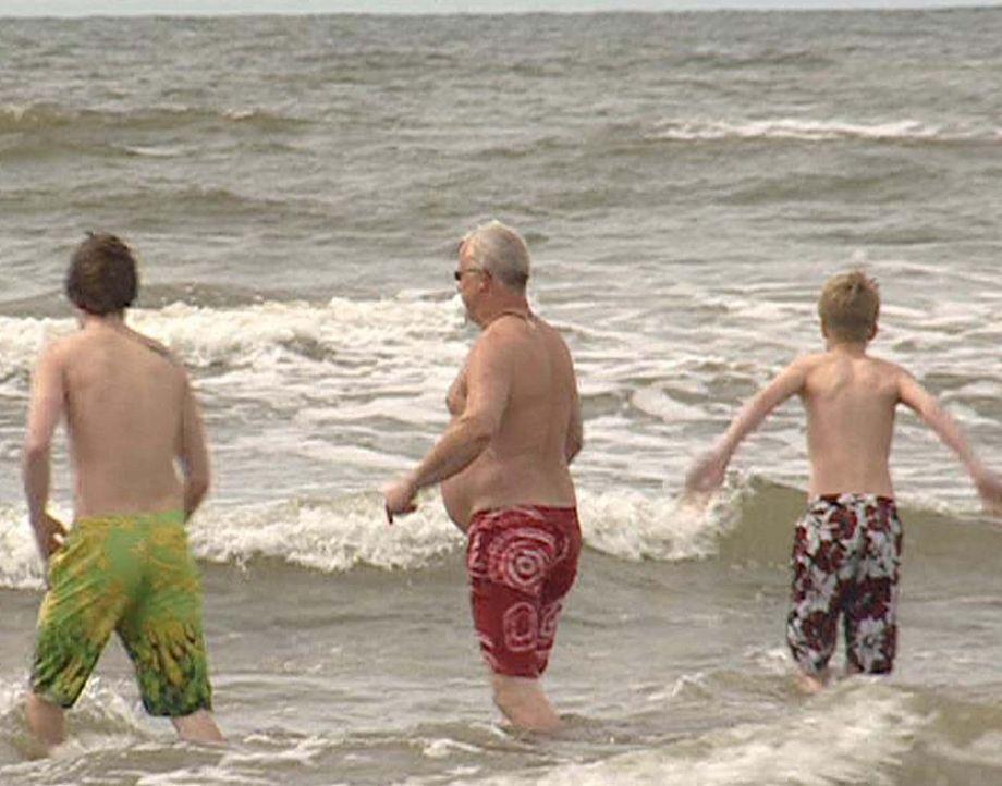 Lukas (l.), Harald (M.) und Malte (r.) gehen schwimmen - Bildquelle: ProSieben