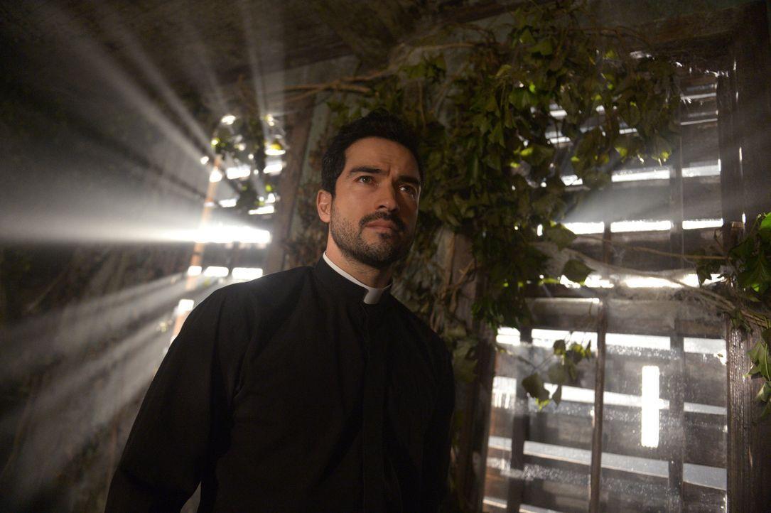 Pater Tomas (Alfonso Herrera) will ein möglicherweise tödliches Opfer bringen, um Andy zu retten und den Dämon zu besiegen ... - Bildquelle: 2017 Fox and its related entities.  All rights reserved.