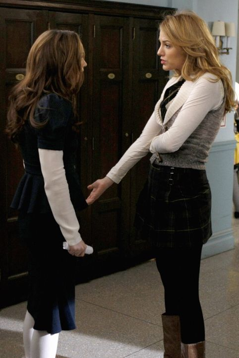 Nach alldem was mit Chuck geschehen ist, macht sich Blair (Leighton Meester, l.) große Sorgen und sucht Rat bei Serena (Blake Lively, r.) ... - Bildquelle: Warner Brothers