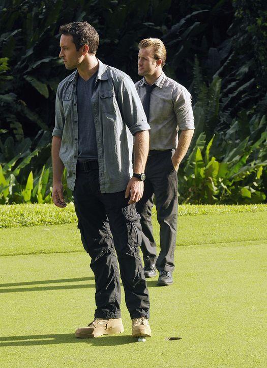 Ein neuer Fall wartet auf Steve (Alex O'Loughlin, l.) und Danny (Scott Caan, r.) ... - Bildquelle: TM &   2010 CBS Studios Inc. All Rights Reserved.