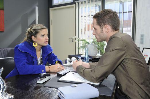 Anna und die Liebe - Mia (Josephine Schmidt, l.) erfährt über David (Lee Rych...