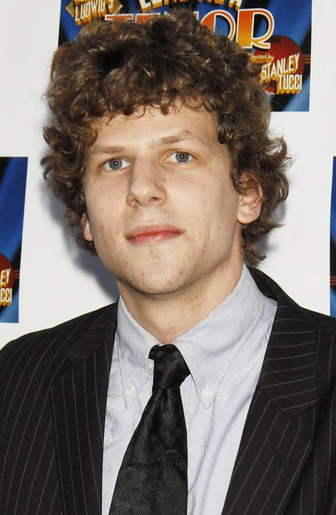 jesse-eisenberg-kritiken-einschlafen 652 x 1000 - Bildquelle: World Entertainment News Network