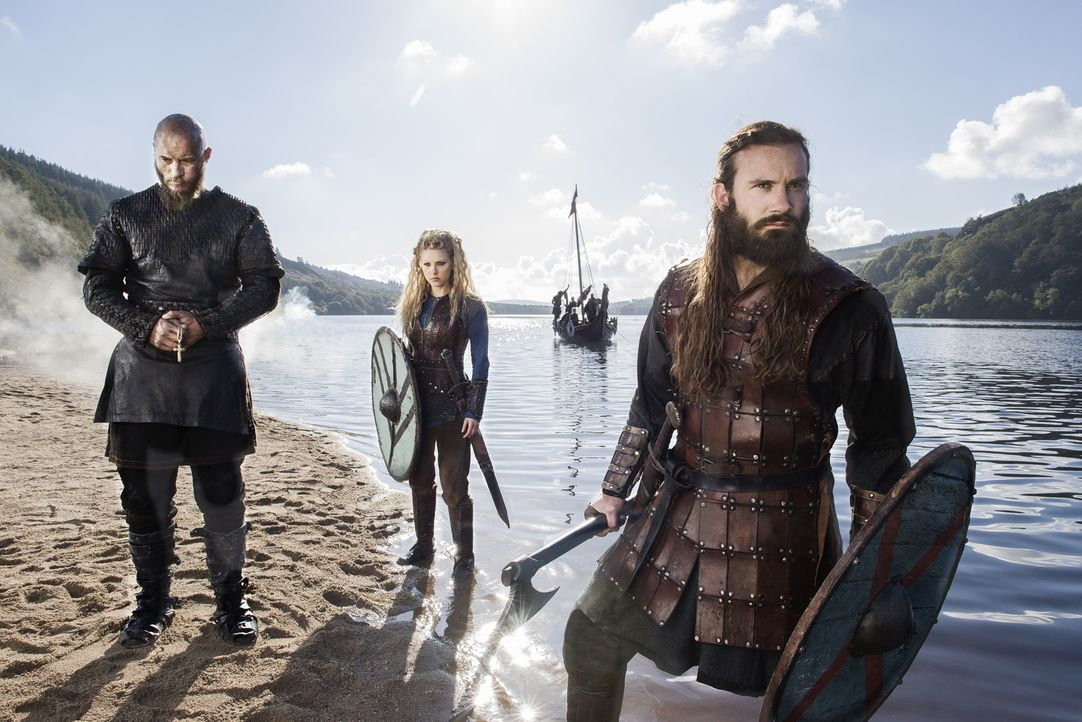 (3. Staffel) - Vikings - für Ragnar (Travis Fimmel, l.), Rollo (Clive Standen, r.) und Lagertha (Katheryn Winnick, M.) geht der Kampf um neue Besitz... - Bildquelle: 2015 TM PRODUCTIONS LIMITED / T5 VIKINGS III PRODUCTIONS INC. ALL RIGHTS RESERVED.