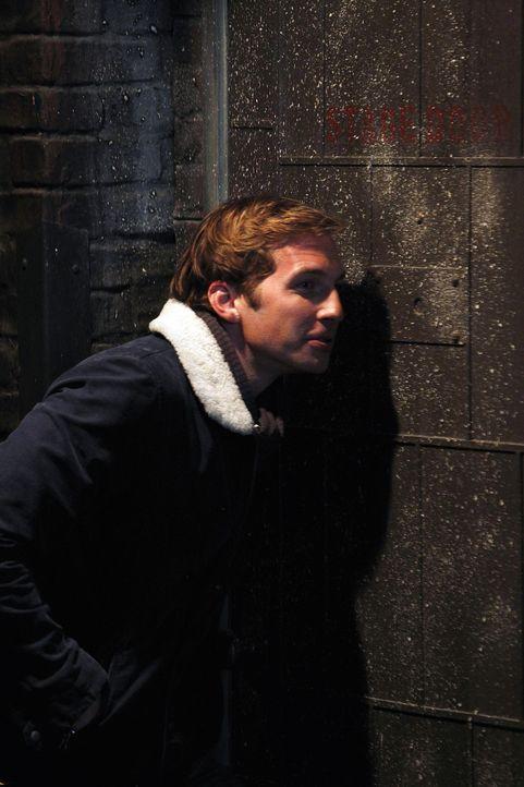 Via Facebook erfährt Aaron, dass sein früherer Schwarm einen ehemaligen Klassenkameraden heiratet. Um ihn aufzumuntern, hat Ben (Ryan Hansen) eine... - Bildquelle: NBC Universal, Inc.