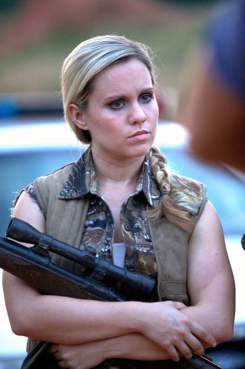 Junior (Claire Garrett) und die anderen Bürger einer Kleinstadt im Süden der USA fürchten sich vor einer schrecklichen Kreatur, die Menschen in Stüc... - Bildquelle: 2013 Panic Investments LLC. All Rights Reserved.