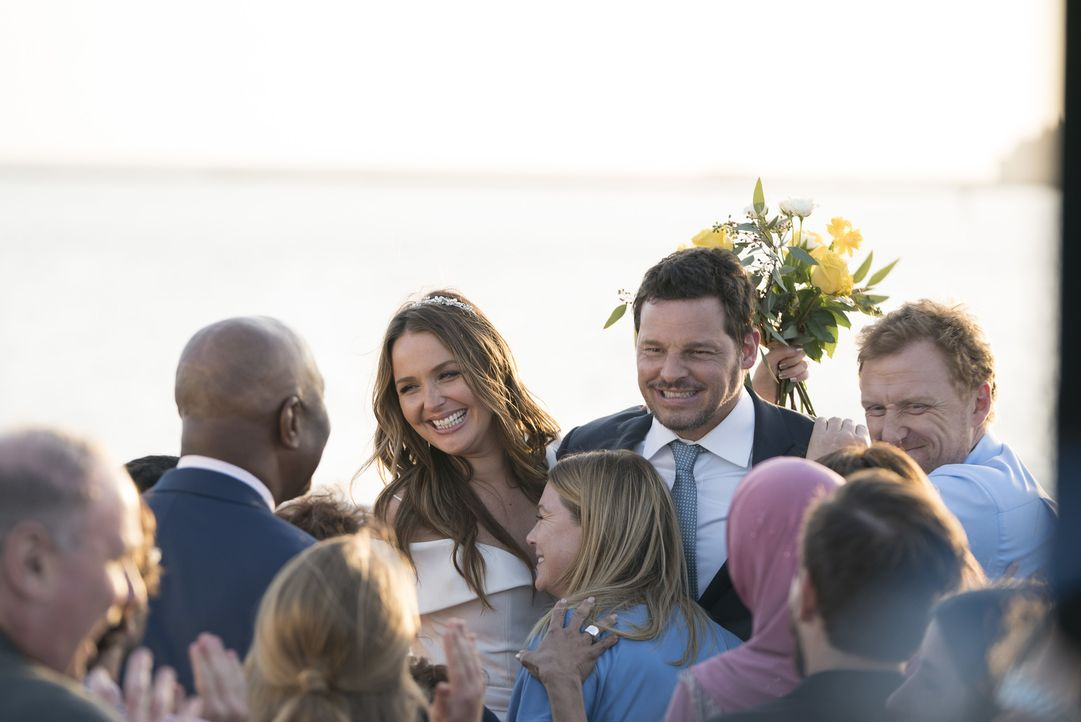 Jo (Camilla Luddington, l.) hat ein seltenes Stipendium angeboten bekommen. Wird Alex (Justin Chambers, r.) für seine Frau Seattle verlassen? - Bildquelle: Eric McCandless 2017 American Broadcasting Companies, Inc. All rights reserved./Eric McCandless