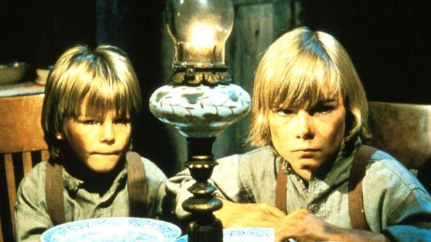 Endlich haben die Waisen Tim (Marty McCall) und Robbie (Timothy Marshall) Ado...