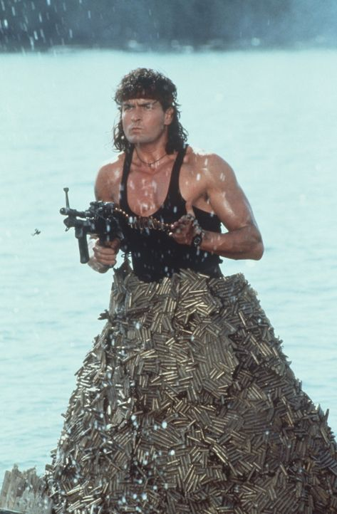 Nur einer kann die gefangenen US-Soldaten aus der Hand des Wüstendiktators befreien: Topper Harley (Charlie Sheen) ... - Bildquelle: 20th Century Fox Film Corporation