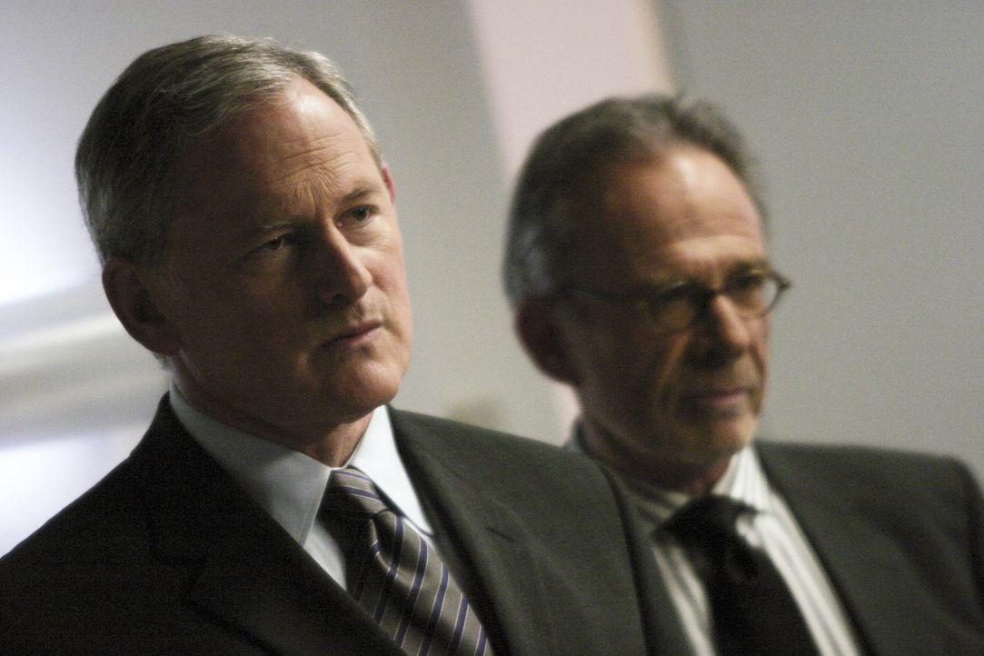 Als Sloane Two Jack (Victor Garber, l.) und Sydney gegenüber steht, erzählt er plötzlichen von gemeinsamen Einsätzen, und bezeichnet den echten... - Bildquelle: Touchstone Television
