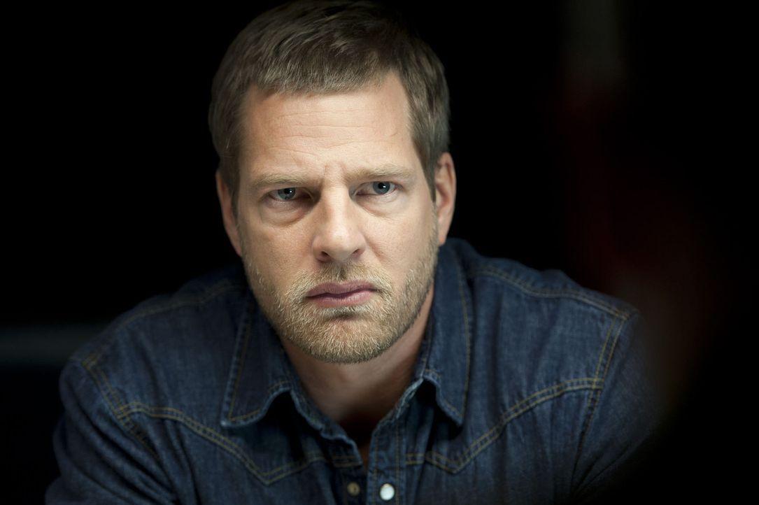 Bei ihm kommt niemand ungeschoren davon: Mick (Henning Baum), der letzte Bulle ... - Bildquelle: Martin Rottenkolber SAT.1