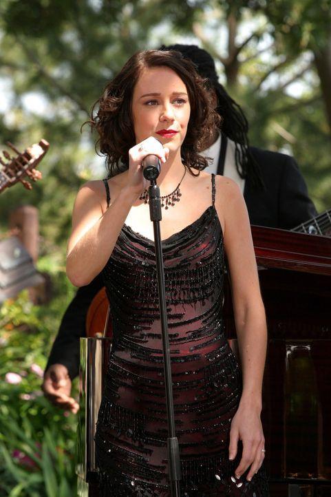 Sorgt für die musikalische Unterstützung der Hochzeitsfeier: Jem (Jem) ... - Bildquelle: Warner Bros. Television