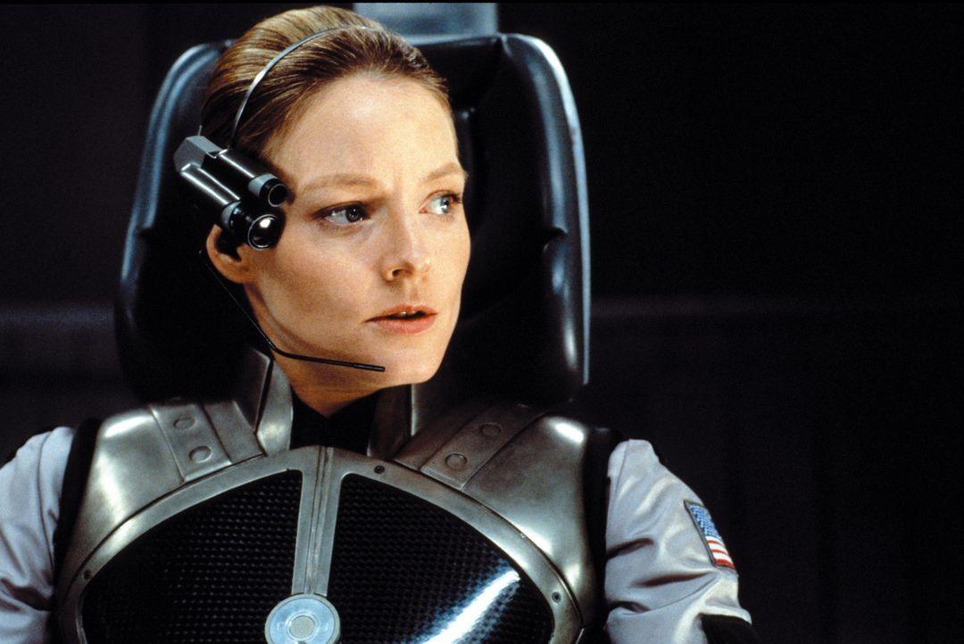 Gegen den Widerstand ihres Vorgesetzten Dave Drumlin setzt sich Dr. Arroway (Jodie Foster) schließlich durch und darf als Repräsentantin der Mensc... - Bildquelle: Warner Bros. Pictures