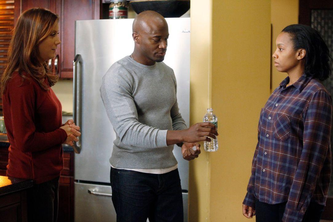 Während Violet die Zeit mit Scott in vollen Zügen genießt, machen sich Sam (Taye Diggs, M.) und Addison (Kate Walsh, l.) Sorgen um Corinne (Anika... - Bildquelle: ABC Studios
