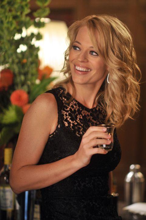 Amüsiert sich auf einer politischen Veranstaltung: Dr. Kate Murphey (Jeri Ryan) - Bildquelle: ABC Studios