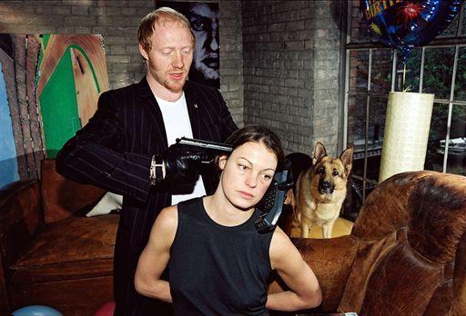Kommissar Rex - Niki (Elke Winkens, r.) wird von Kurt Sedlacek (Simon Schwarz...