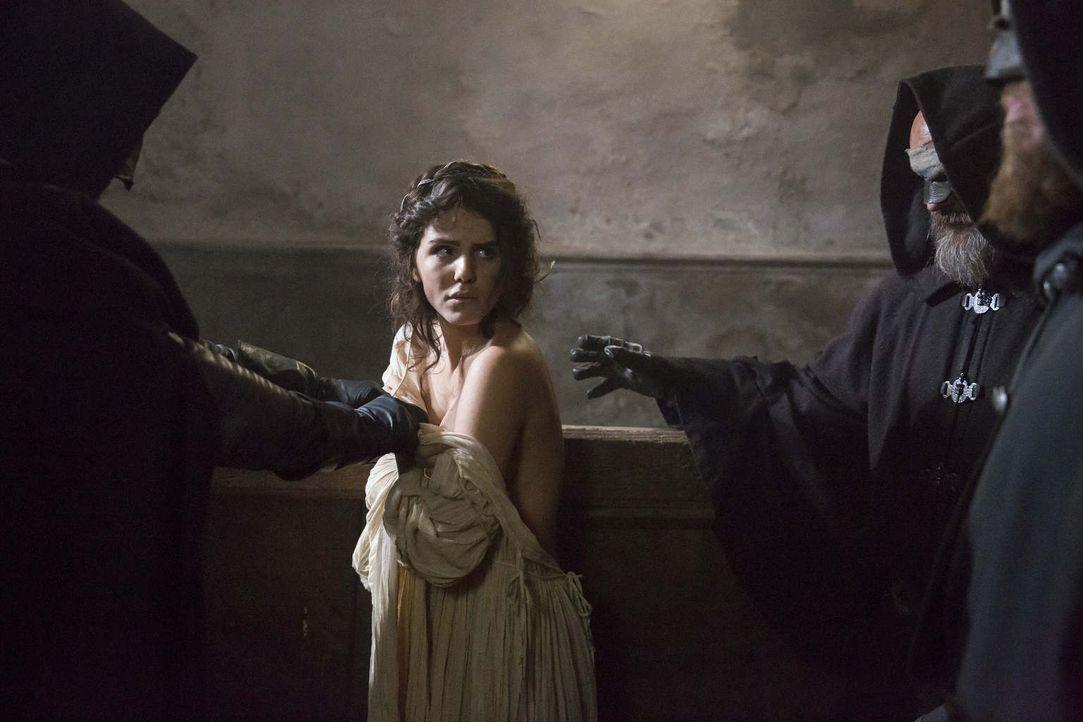 Was muss Kaufmannstochter Veva (Ruby O. Fee) nach der Ermordung ihrer Familie und der Niederbrennung ihres Hauses noch alles ertragen? Wird sie am E... - Bildquelle: Dusan Martincek SAT.1