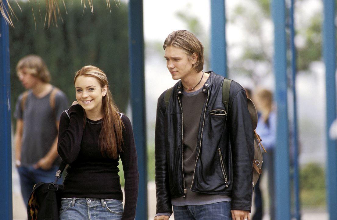 Als Dr. Tess Coleman im Körper ihrer 15-jährigen Tochter Anna (Lindsay Lohan, l.) Jake (Chad Murray, r.) kennen lernt, muss sie doch einige ihrer... - Bildquelle: Buena Vista Pictures Distribution