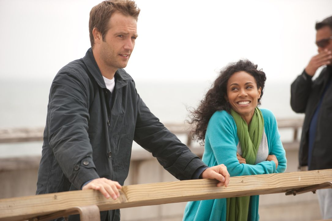 Christina (Jada Pinkett Smith, r.) versucht, ihren guten Freund David, bei dem erneut Krebs diagnostiziert wurde, in einer klinischen Studie unterzu... - Bildquelle: Sony 2009 CPT Holdings, Inc. All Rights Reserved