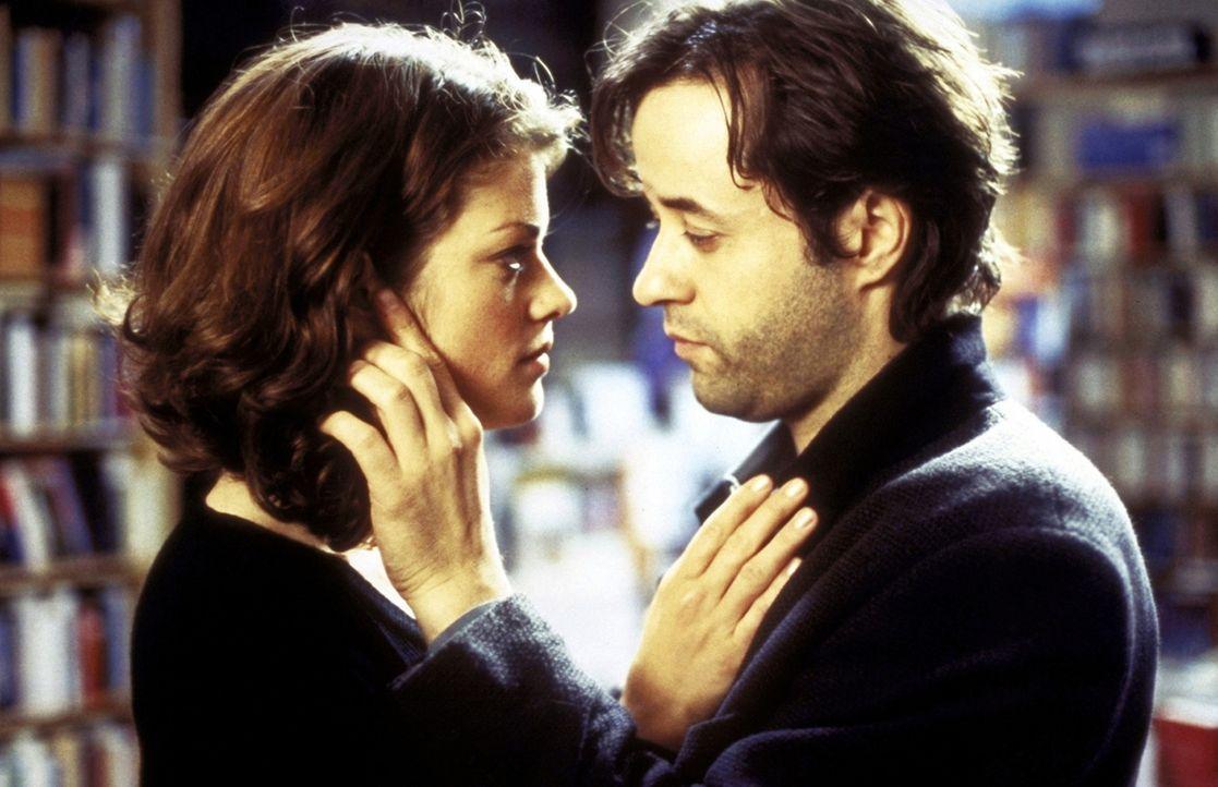 Erst als Thomas (Jan Josef Liefers, r.) glaubt, ein Werwolf zu sein, hat er den Mut, Alexandra (Marie Bäumer, l.) seine Liebe zu gestehen ... - Bildquelle: ProSieben