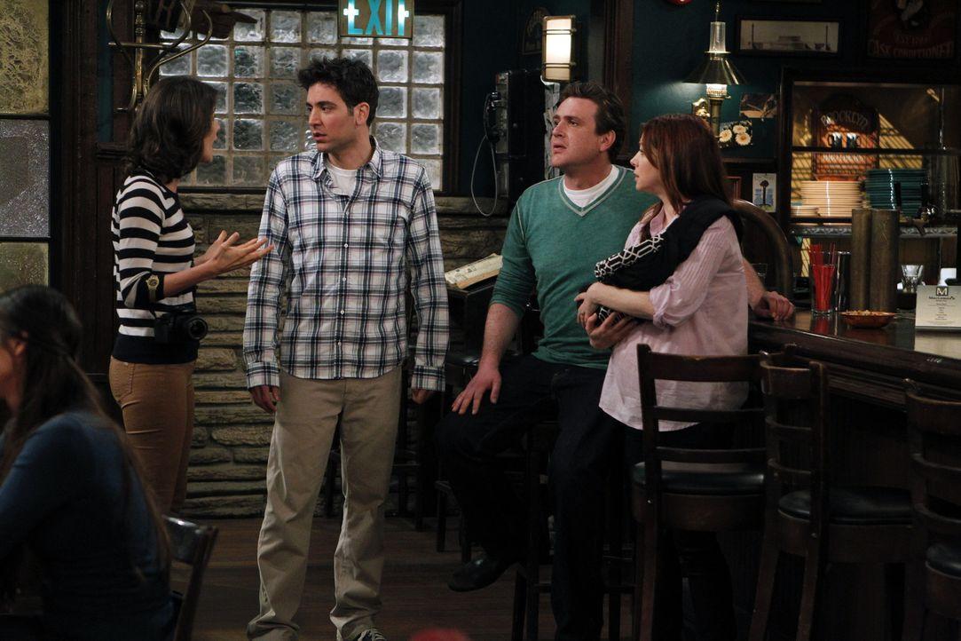 Gute Freunde: Ted (Josh Radnor, 2.v.l.), Marshall (Jason Segel, 2.v.r.), Lily (Alyson Hannigan, r.) und Robin (Cobie Smulders, l.) ... - Bildquelle: 20th Century Fox International Television