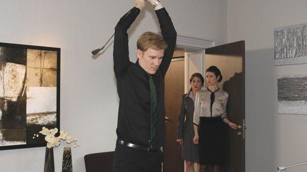Alexandra ist geschockt: Philip (Philipp Romann, l.) hat ihr ein Liebesgestän...