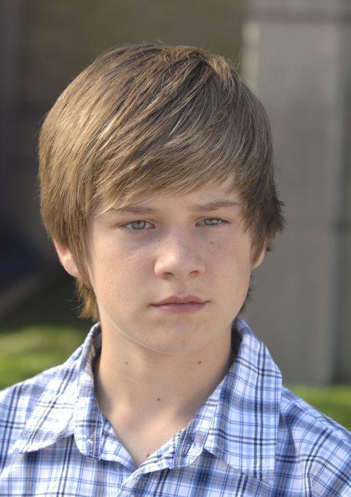 Eines Tages entwickelt der kleine Charlie (Luke Benward) eine Zeitmaschine, die ins Visier einiger dubioser Geheimagenten bringt ... - Bildquelle: 2007 Disney Channel