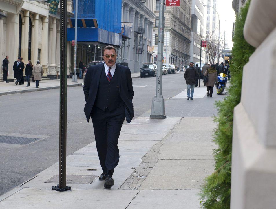 So viel Geheimnistuerei - nur, weil sich Frank (Tom Selleck) vor seinen Kollegen und vor allem gegenüber der Familie keine Schwächen eingestehen wil... - Bildquelle: 2011 CBS Broadcasting Inc. All Rights Reserved