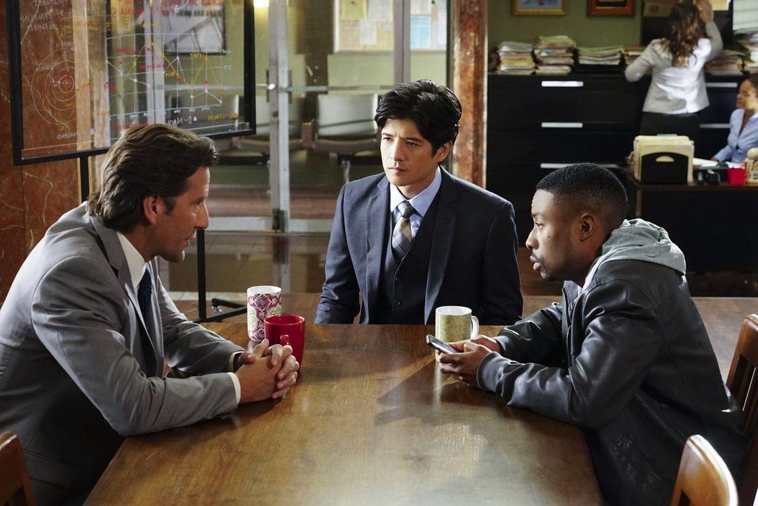 Versuchen alles, um ein berüchtigtes chinesisches Verbrechersyndikat zu zerschlagen: Lee (Jon Foo, M.), Carter (Justin Hires, r.) und Thomas (Henry... - Bildquelle: Warner Brothers