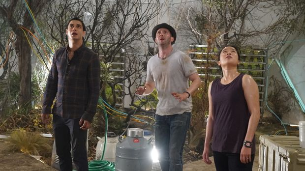 Walter (Elyes Gabel, l.), Toby (Eddie Kaye Thomas, M.) und Happy (Jadyn Wong,...