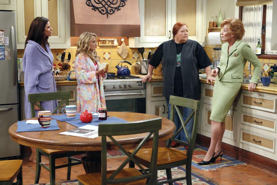 Charlie und Alan schmieden einen Plan, wie sie bei Chelsea (Jennifer Taylor, l.) und Melissa (Kelly Stables, M.) wieder Herr im Haus werden könnten.... - Bildquelle: Warner Bros. Television