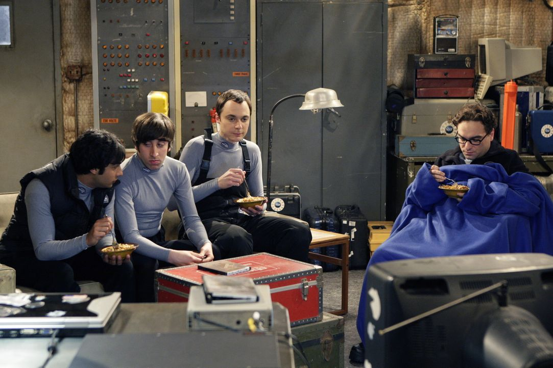 Während Sheldon (Jim Parsons, 2.v.r.) noch damit hadert, ob er tatsächlich seine gewohnte Umgebung verlassen soll, freuen sich Leonard (Johnny Gal... - Bildquelle: Warner Bros. Television