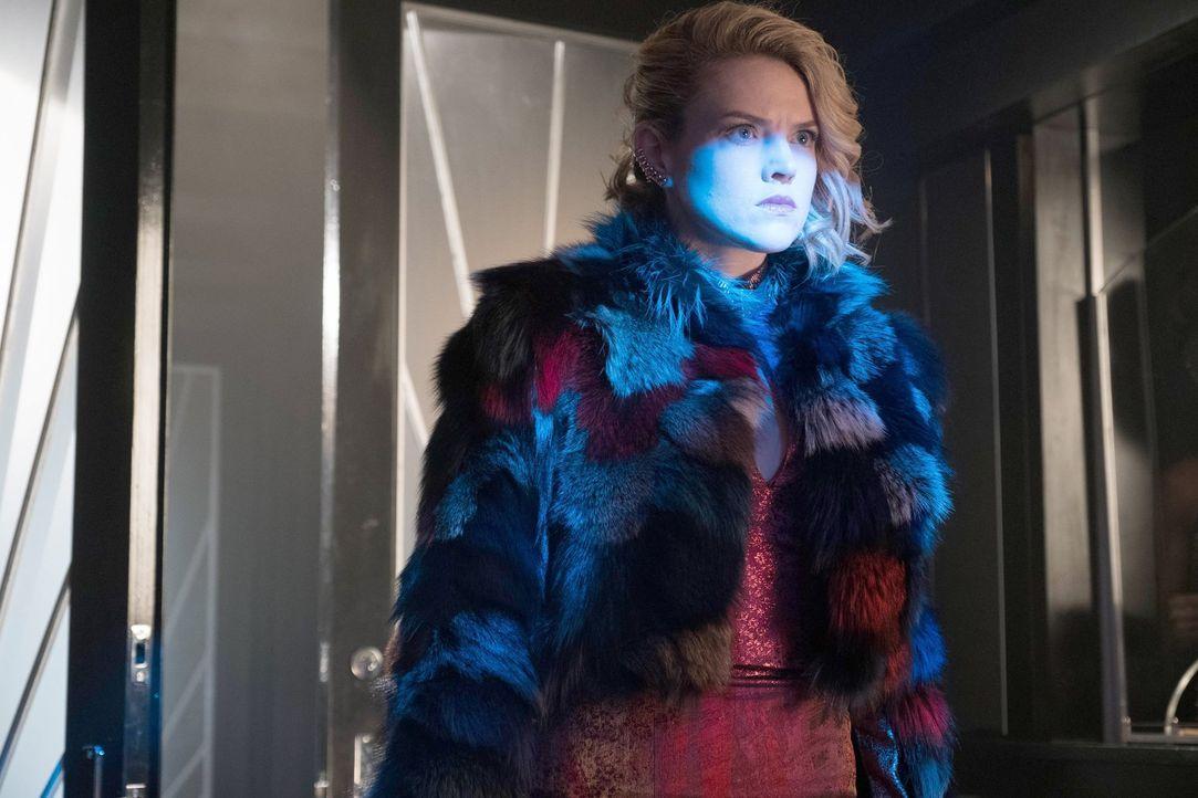 Was führt Barbara (Erin Richards) im Schilde? - Bildquelle: Warner Brothers