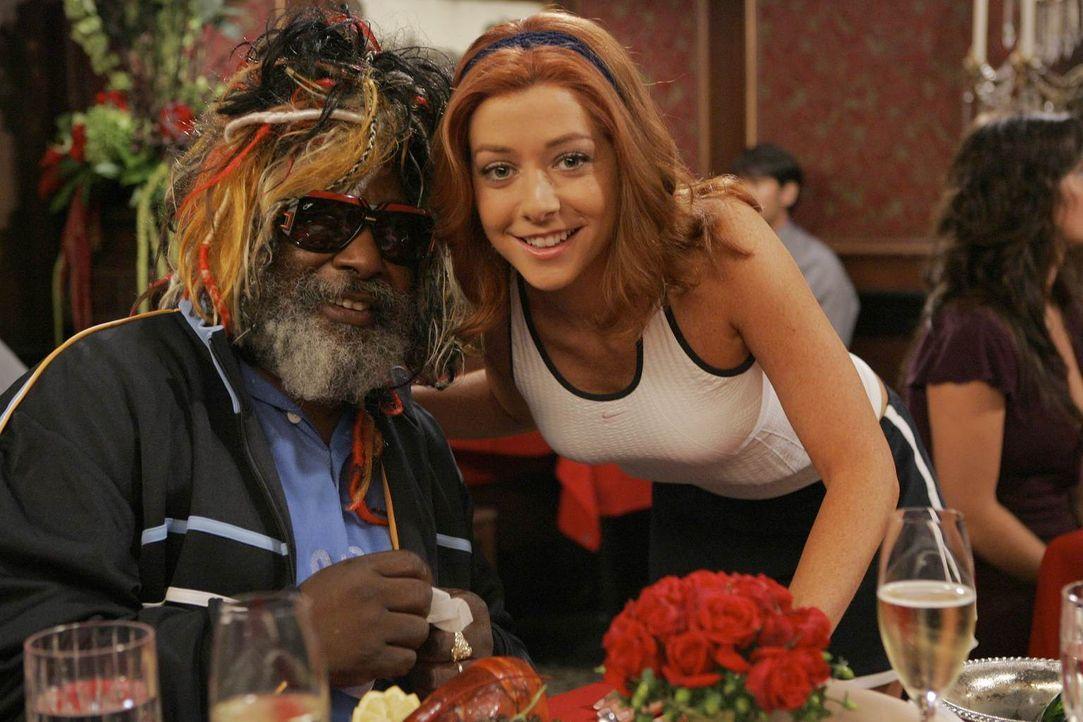 Bereits nach kurzer Trennungszeit hat Lily (Alyson Hannigan, r.) bereits einen neuen Verehrer: Funk-Legende George Clinton (George Clinton, l.) ... - Bildquelle: 20th Century Fox International Television