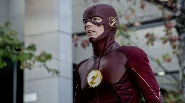 Als ein Monster die Stadt angreift versucht Barry alias Flash (Grant Gustin),...