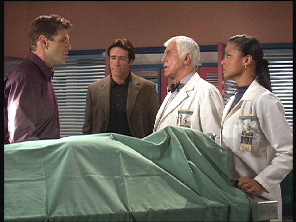 (V.l.n.r.) Amanda (Victoria Rowell), Mark (Dick Van Dyke) und Steve (Barry Van Dyke) bitten Jeff, seinen Bruder Jim zu identifizieren, der beim Surf... - Bildquelle: Viacom