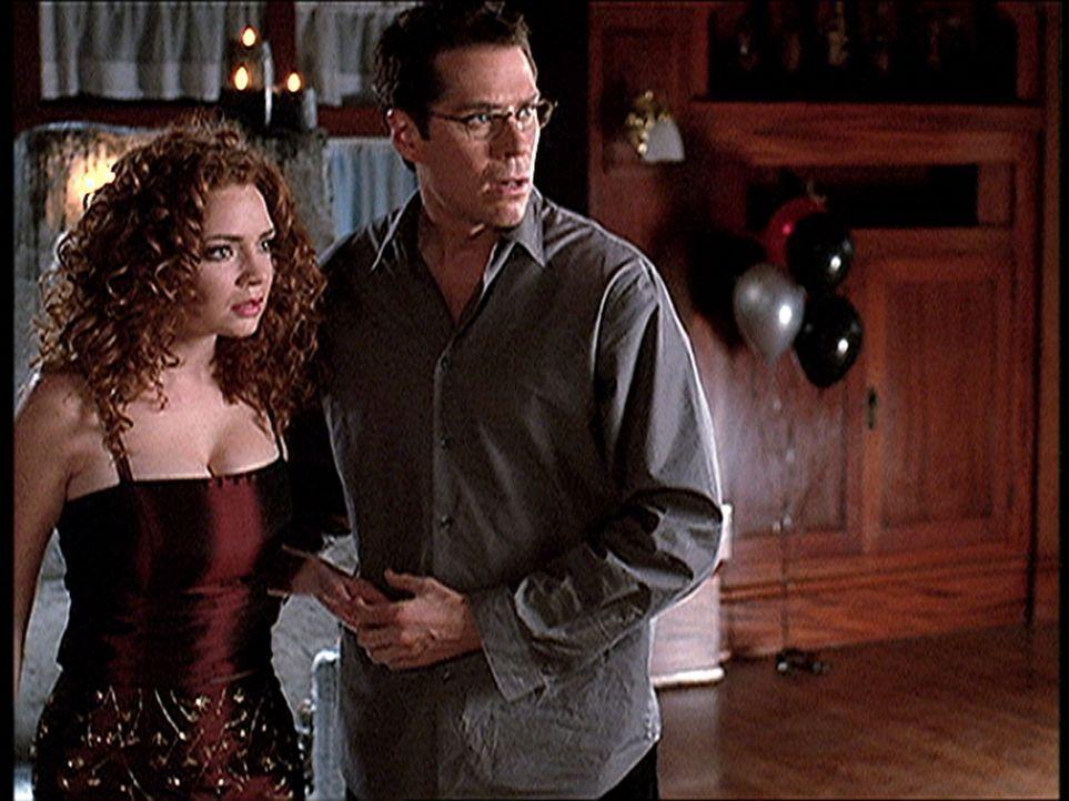 Wesley (Alexis Denisof, r.) hat Virginia (Brigid Brannagh) davor bewahrt, dem schrecklichen Dämon Yeska geopfert zu werden. - Bildquelle: TM +   2000 Twentieth Century Fox Film Corporation. All Rights Reserved.