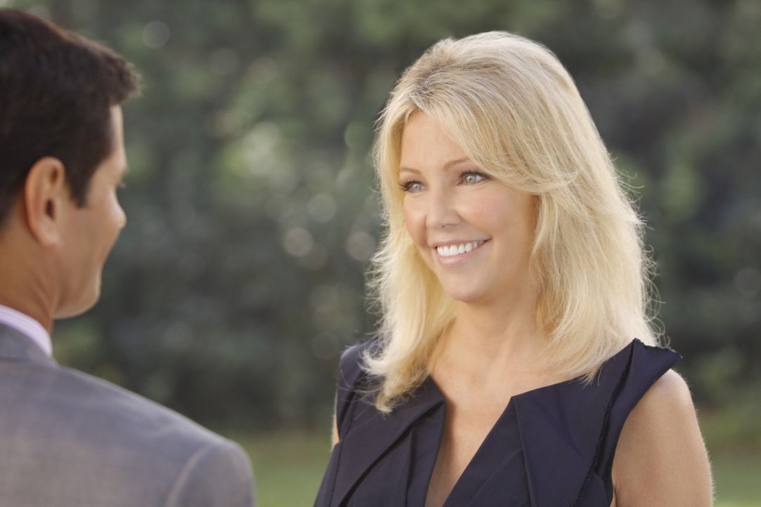 Was verbindet Michael (Thomas Calabro, l.) und Amanda (Heather Locklear, r.)? - Bildquelle: 2009 The CW Network, LLC. All rights reserved.