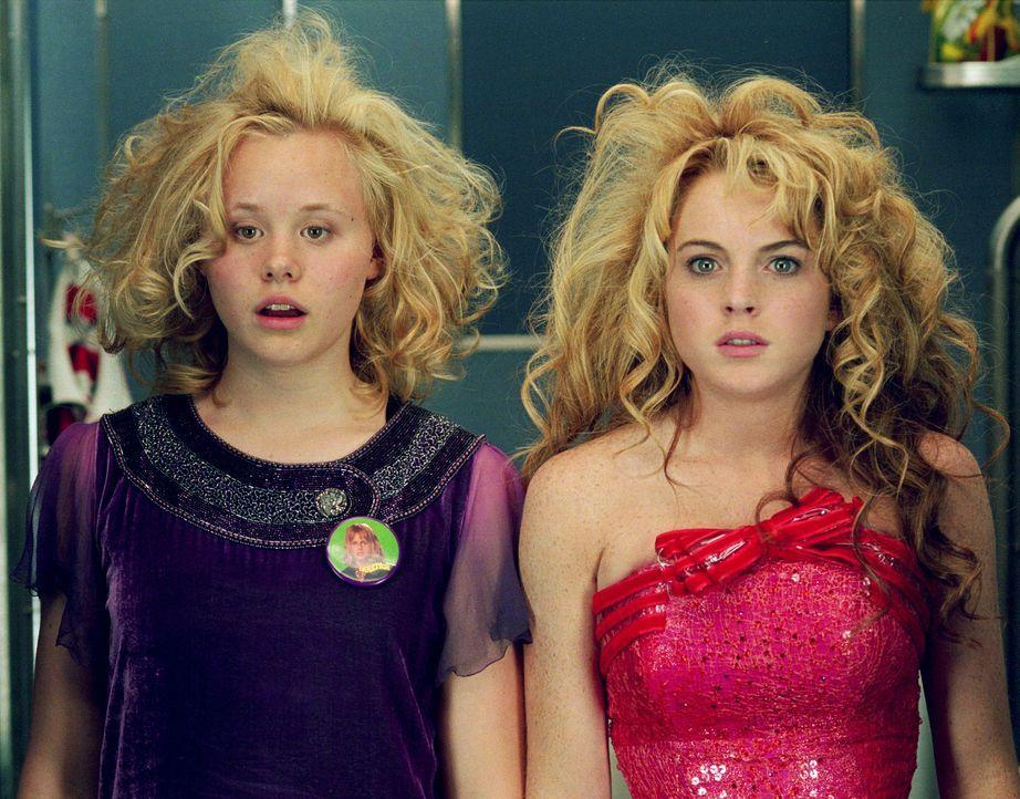 Die individualistische 15-Jährige Lola (Lindsay Lohan, r.), deren schillernde Persönlichkeit sich in ihren kunterbunten Secondhand-Klamotten wider... - Bildquelle: MMIV ARGENTUM FILM PRODUKTION GmbH & CO. BETRIEBS KG.  All rights reserved