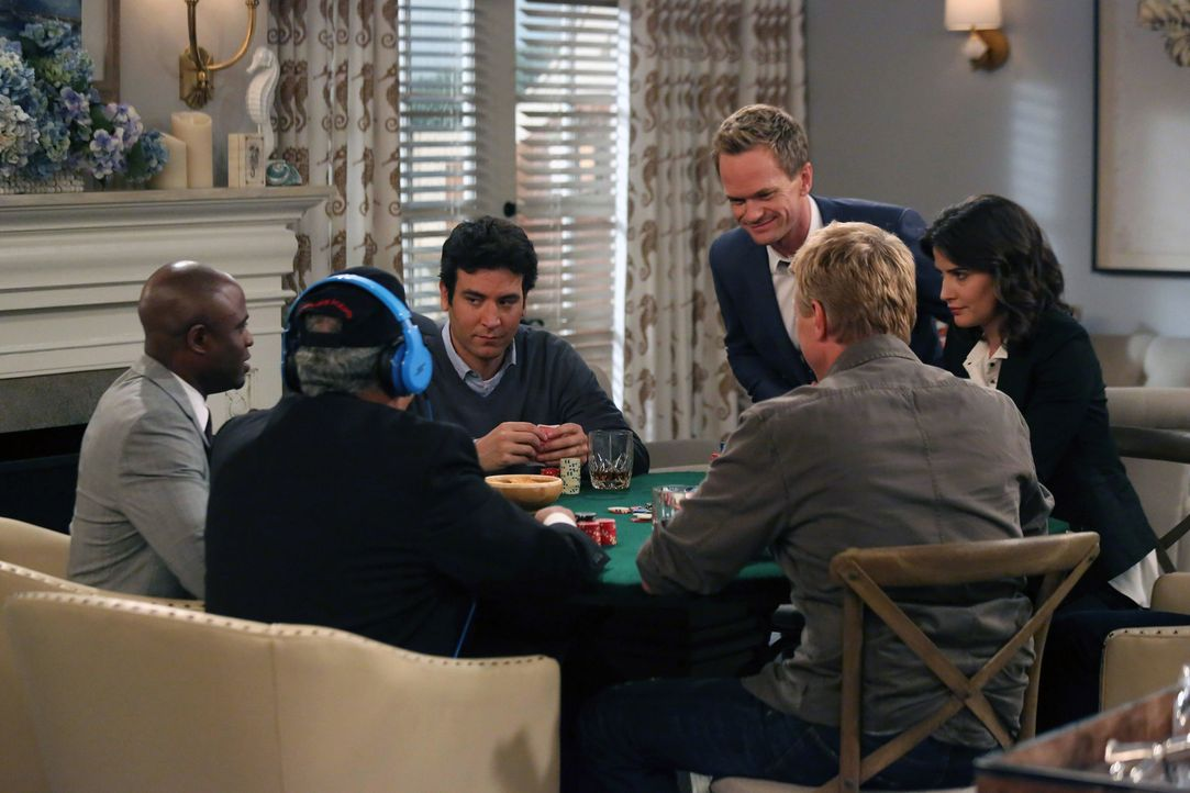 Das Junggesellen-Poker-Spiel endet anders als geplant: (v.l.n.r.) James (Wayne Brady), Ranjit (Marshall Manesh), Ted (Josh Radnor), Barney (Neil Pat... - Bildquelle: 2013 Twentieth Century Fox Film Corporation. All rights reserved.