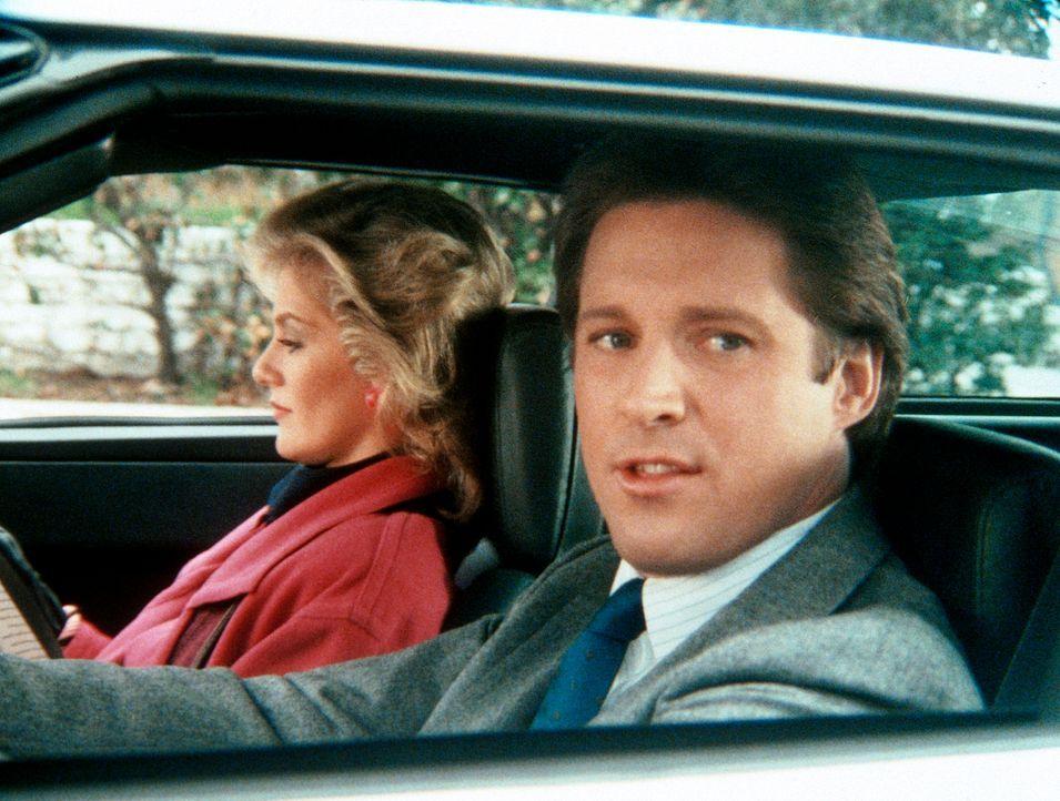 Lee (Bruce Boxleitner, r.) und Francine (Martha Smith, l.) sind gezwungen, Amanda zu beschatten, um sie als Verräterin zu entlarven - obwohl Lee von...