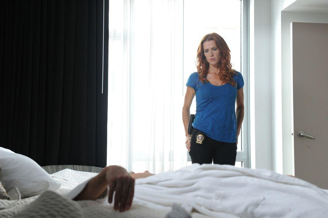 Nachdem der Anwalt Brett Langley ermordet in seinem New Yorker Hotelzimmer aufgefunden worden ist, macht sich Carrie (Poppy Montgomery) gemeinsam mi... - Bildquelle: 2011 CBS Broadcasting Inc. All Rights Reserved.
