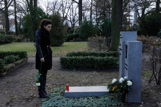 Anna und die Liebe - Luca und Carla (Sarah Mühlhause) erfahren, dass sich Lin...